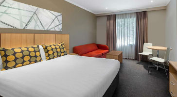 The Travelodge Melbourne 4*